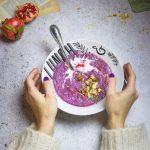 Vellutata di cavolo viola con frutta secca caramellata alla soia